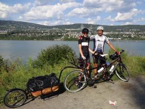 We pass Lillehammer and cycle along Mjösa - Norways biggest lake. Wie passieren Lillehammen und fahren an Norwegens größtem See Mjösa entlang.